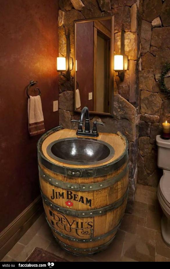 Botte di legno come lavabo for G m bagno di giuntini massimo