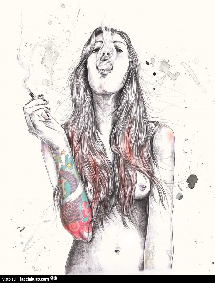 Disegno di ragazza nuda tatuata che fuma - Immagine di una ragazza a colori ...